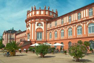 Am Rheinufer: Biebricher Schloss