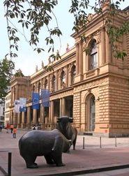 Bulle und Bär - Symboltiere vor der Börse Frankfurt