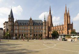 Neues Rathaus in Wiesbaden als Touristenziel