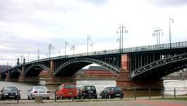 Brücke zwischen Mainz und Wiesbaden